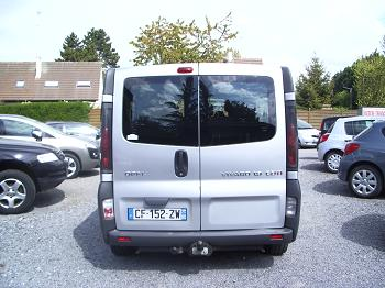 Opel vivaro 1 9 cdti 9 places 100 ch 2354 1 for Interieur opel vivaro 9 places